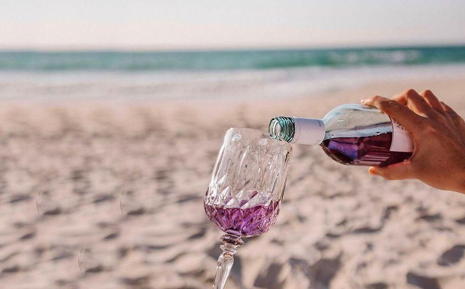 A la lista de vinos tintos, blancos y rosados añadimos una nueva tonalidad que causa furor en redes sociales. Foto: Purple Reign Wine Instagram