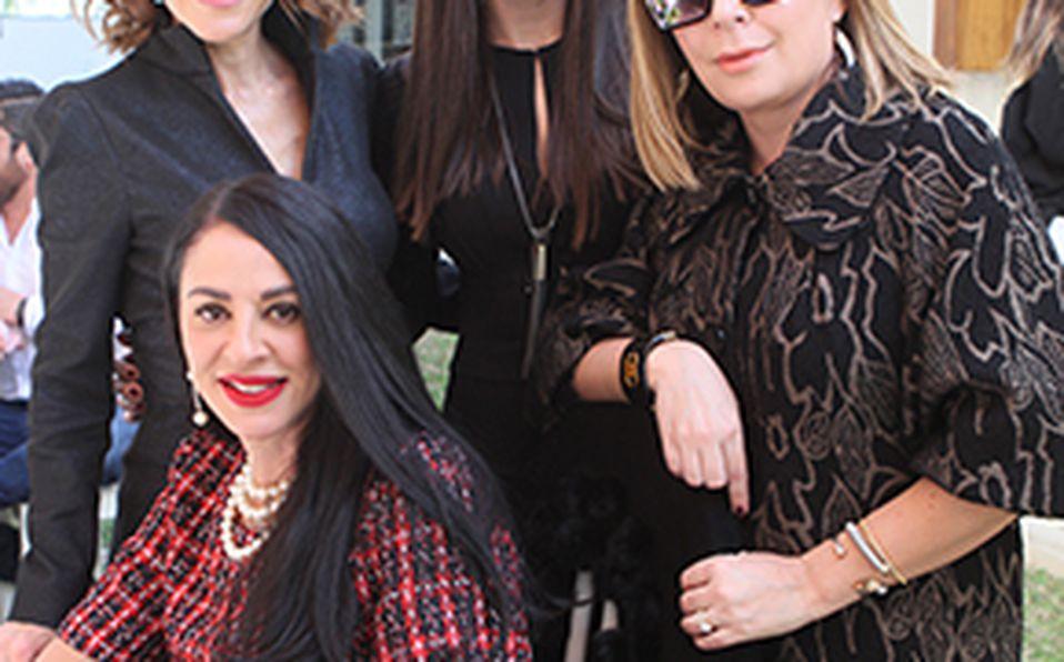 Romina Flores, Félix Flores, Sabina Flores, Magda Fernández y Daniela Flores