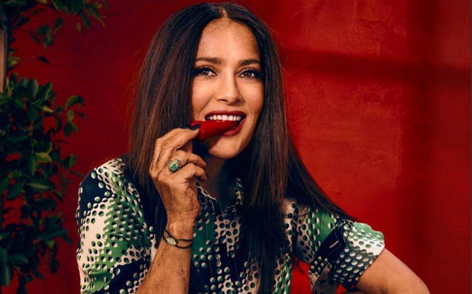 Salma Hayek y cómo llevar un crop top después de los 50 años (Foto: Instagram)