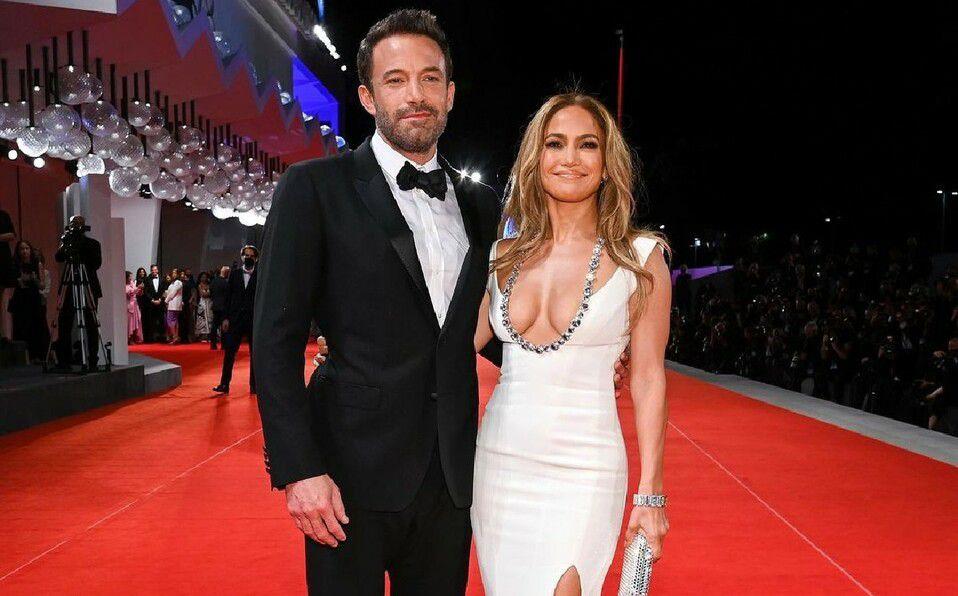 Jennifer Lopez y Ben Affleck hacen su presentación oficial en el Festival de Cine de Venecia. (Foto: Instagram).