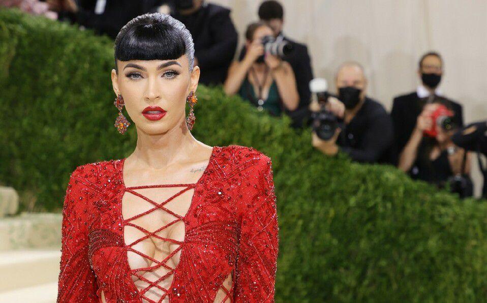 Megan Fox y el atrevido vestido rojo de la Met Gala 2021. (Foto: Instagram).