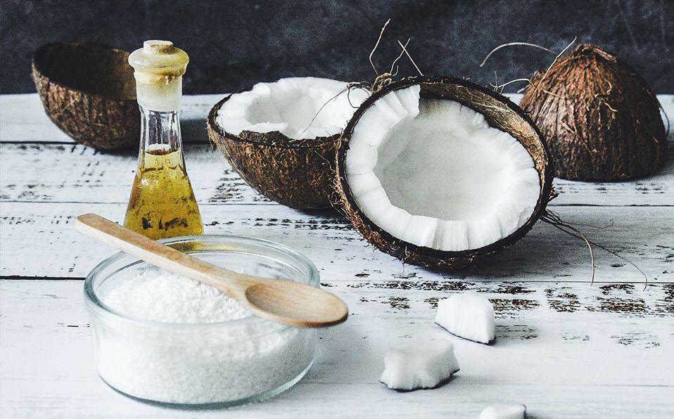 El aceite de coco y otros ingredientes naturales serán tus grandes aliados para un cabello saludable. Fotografía de Tijana Drndarski / Unsplash