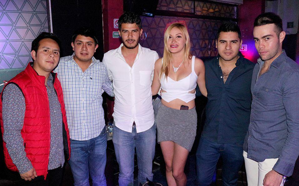 Brenda y Esteban se tomaron la foto con todos sus fans