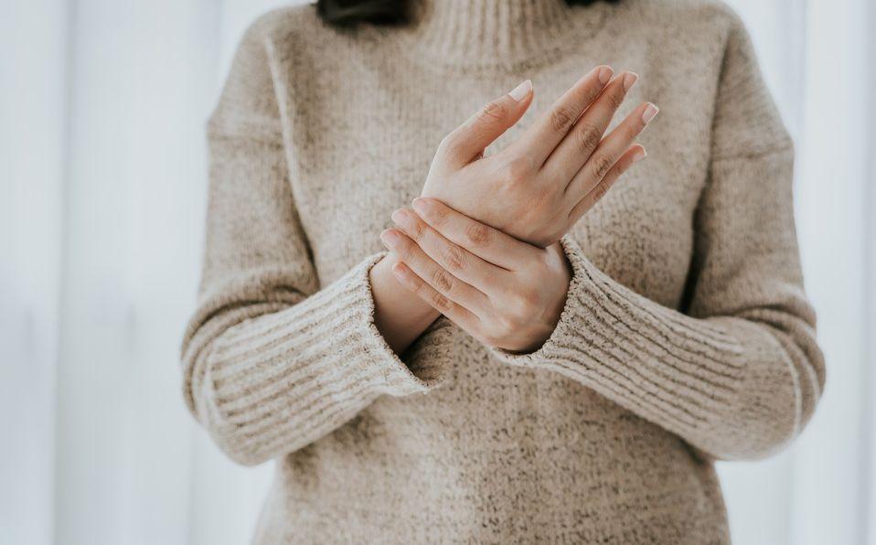 Artritis reumatoide: los primeros síntomas que no debes ignorar (Foto: Getty Images)