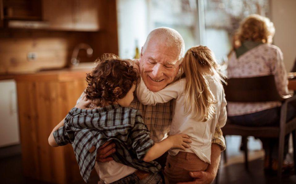 Carta a nuestros abuelos que nos criaron como sus hijos (Foto: Unsplash)
