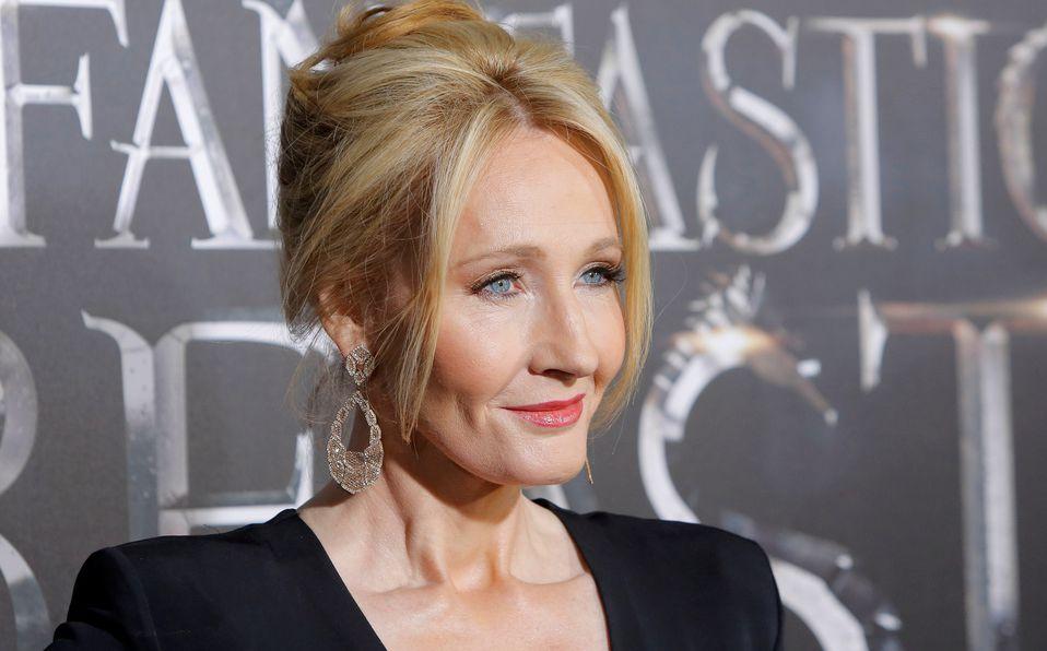 J.K. Rowling es acusada de transfobia en sus redes sociales (Foto: Reuters)