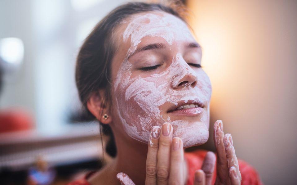 Cómo hacer tu propia mascarilla facial casera de cannabis (Foto: Getty Images)