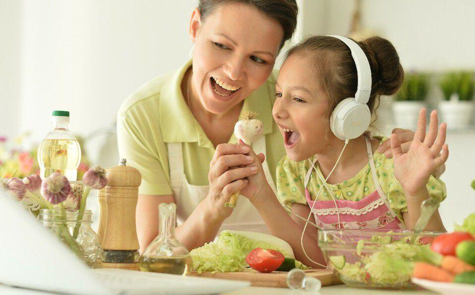 Comer sano, fortalece las defensas de tu hijo o hija (Foto: Shutterstock).