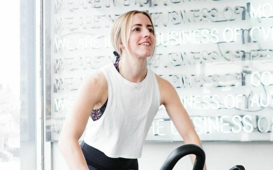 Realizar por lo menos una hora de ejercicio al día, y alimentarnos sanamente, lograremos llegar a nuestro peso deseado.
