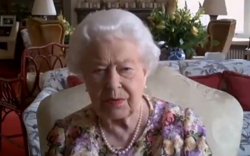 Reina Isabel participa en su primera videollamada pública en Zoom (Foto: Twitter @RoyalFamily)