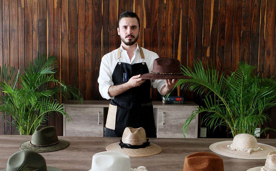 Álvaro Bayardo, diseñador de sombreros. Fotos por Cecilia Moreno
