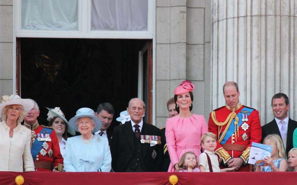 La familia real en el Palacio de Buckingham.