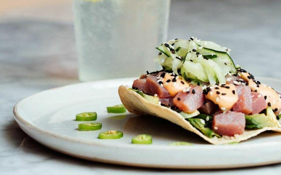 Aprende a preparar un delicioso ceviche de atún para disfrutar el Viernes Santo.