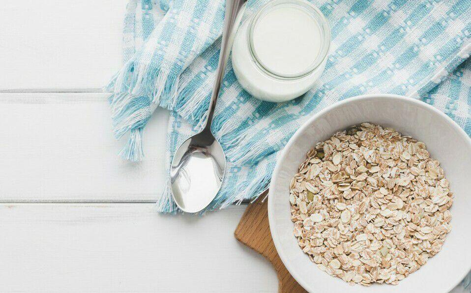 Aprende a preparar leche de avena en casa con esta sencilla receta.