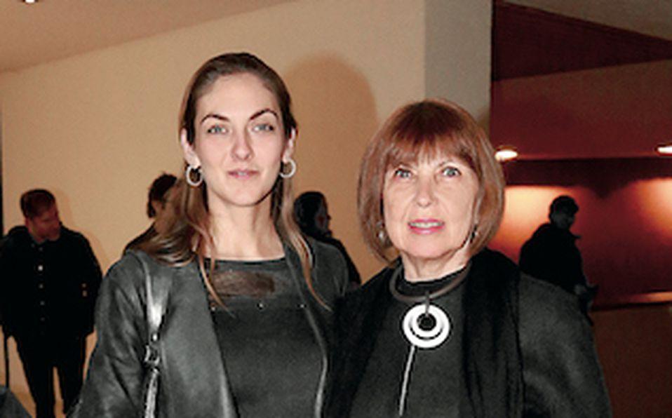 Caty Zambrano de Ramos y Aurora Vignau de Zambrano