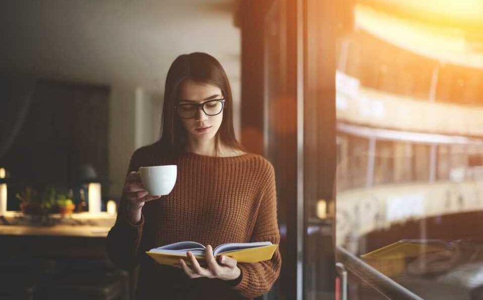 La lectura puede ser un buen aliado en esta cuarentena (Shutterstock).