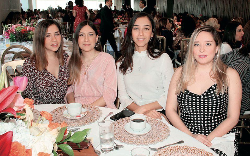 Imelda Herrera, Andrea Guerra y Claudia Garcia de Guerra
