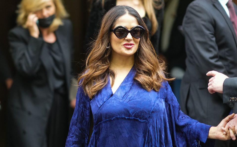 Salma Hayek y el vestido azul que lució en París. (Foto: Getty Images).