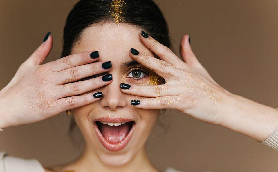 Juega con las últimas inclinaciones de moda para decorar tus uñas. Foto: Archivo