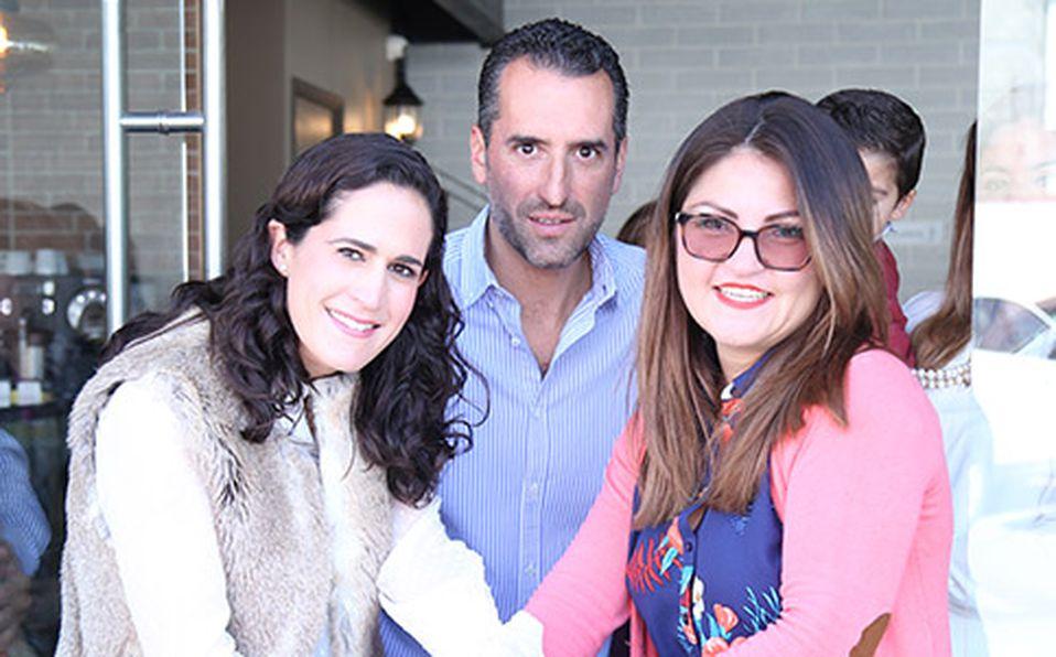 () LUISA DURÁN, ARMANDO ÁLVAREZ Y JOHANA PETERS