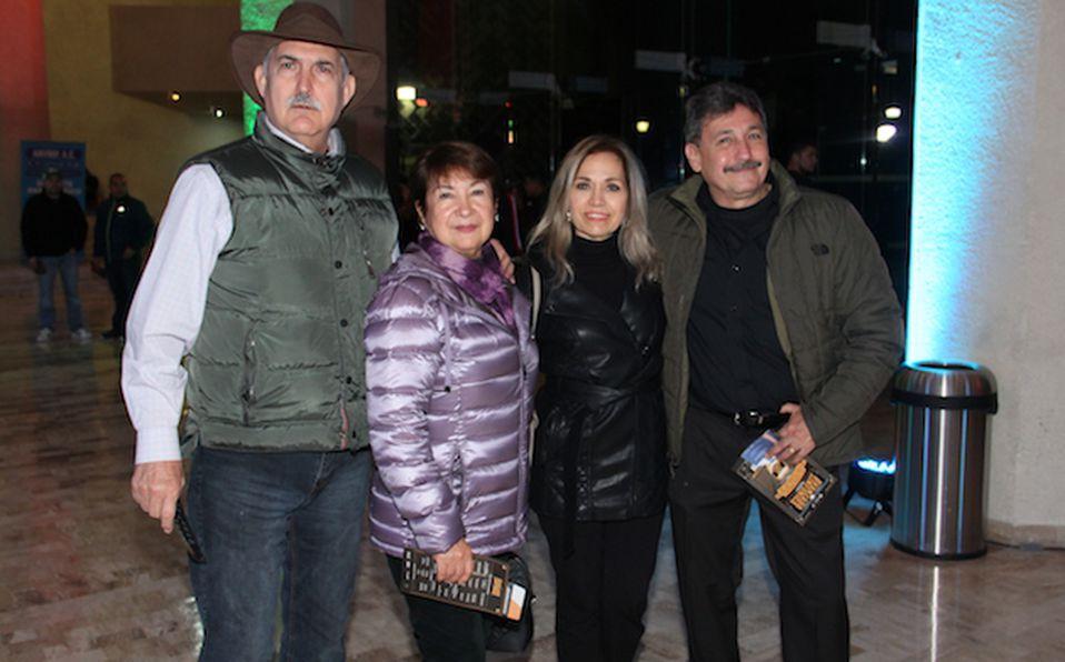 Horacio Sáenz, Irma Reyes de Sáenz, Gina Sáenz y Bruno Sáenz (2)