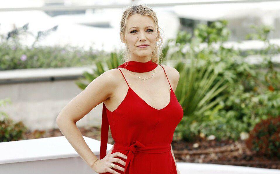 Blake Lively promociona la nueva película de Ryan Reynolds en bikini. (Foto: Shutterstock).