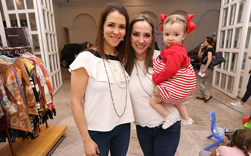 (principal) ANA PAULA Y ANA AROCHI