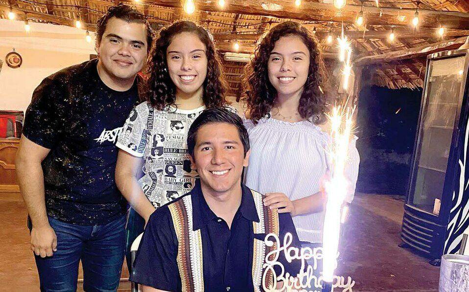 Marcelo Gattás, Paulina Gattás, Andrés Araujo, Chely Medina de Araujo, Zenón Araujo, Daniela Gattás y Querim Gattás