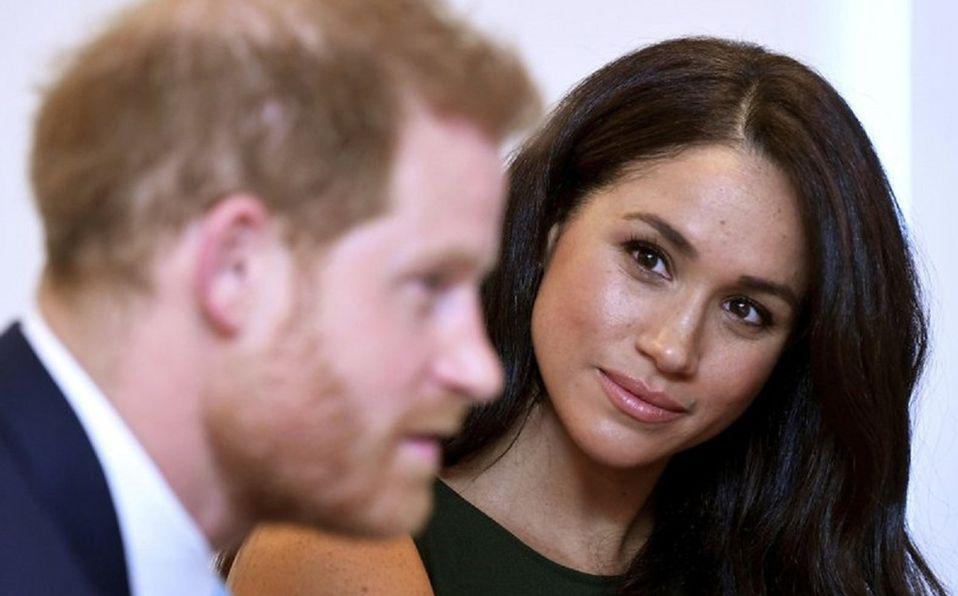 Meghan Markle se sintió desprotegida por la familia real durante su embarazo (Foto: AP/Toby Melville)