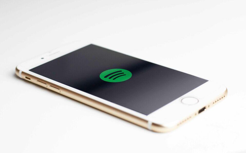 Spotify / Imagen: Unsplash, Sara Kurfess