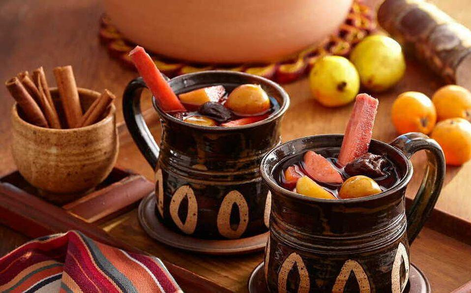 Aprende a preparar el tradicional ponche de frutas navideño con esta receta.