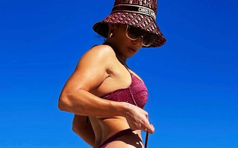 Jennifer Lopez disfruta el 2021 en traje de baño con frío o calor (Foto: Instagram)