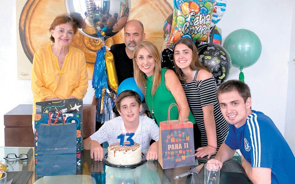 Hilda Lobato, Salvador Delgado, Alberto Delgado, Gaby Quiroga, Ana Elisa Delgado y Toto Delgado / Foto: José Chang