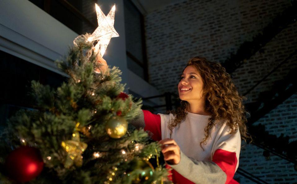 Decorar para Navidad antes de tiempo ¡te hace más feliz!: Estudio (Foto: Getty Images)