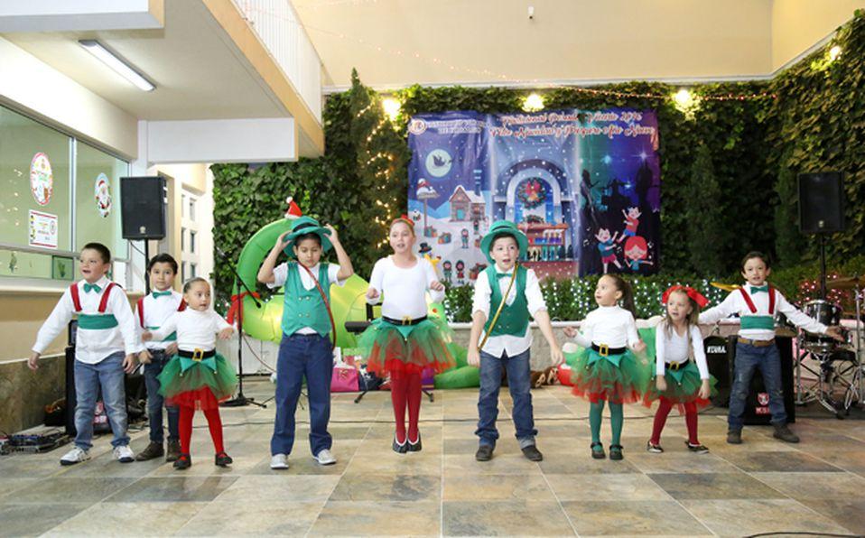 Alumnos que participaron en la obra navideña