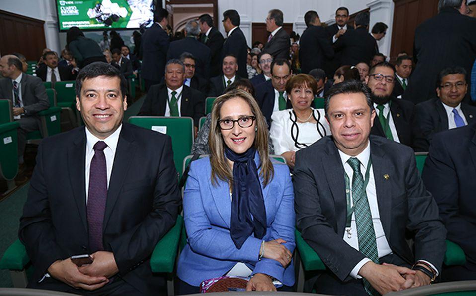 (Principal) Autoridades estatales acompañaron a Jorge Olvera en su informe