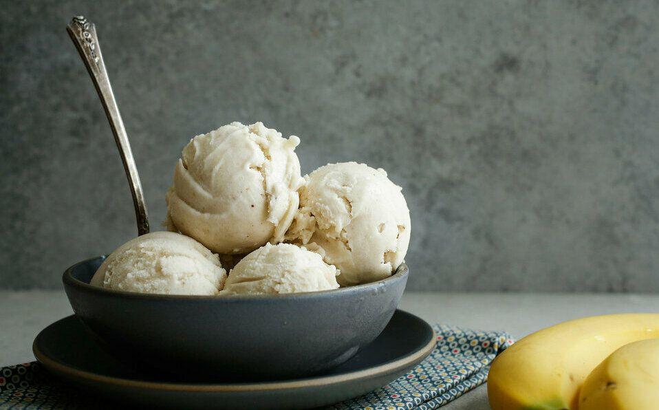 Aprovecha la cuarentena para preparar estas deliciosas recetas de helado saludable en casa.
