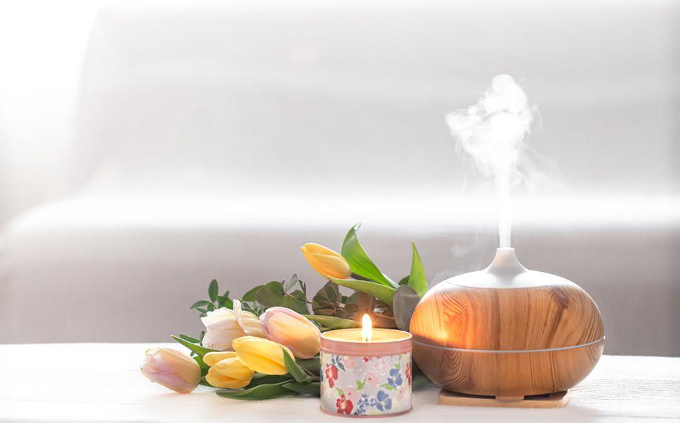 Mejorar tu entorno a través de la aromaterapia es posible si colocas un difusor. Foto: Archivo