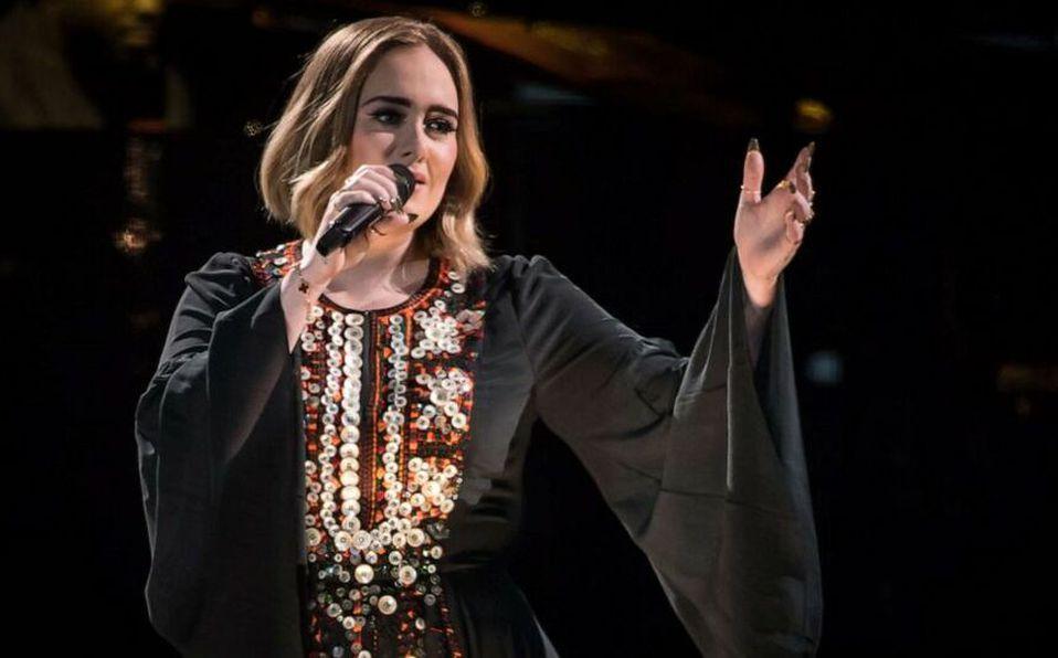 Adele presume cómo le queda uno de los vestidos que usó hace 4 años (Foto: Instagram)