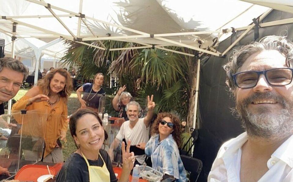 Ana Claudia Talancón publicó una foto en su cuenta de Instagram con todo el elenco reunido (FOTO: Instagram).