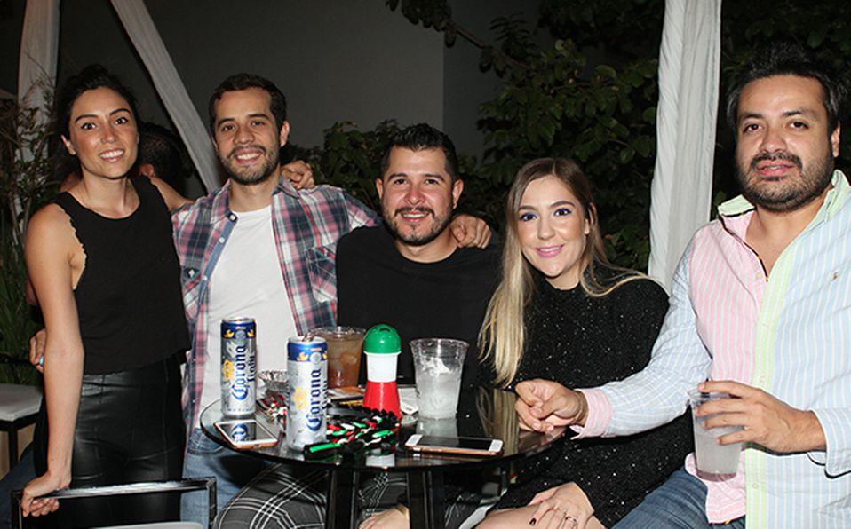 Silvia Uribe, Alex Fuentes, Javier Colin, Susy Esquivel y Alberto Vejar