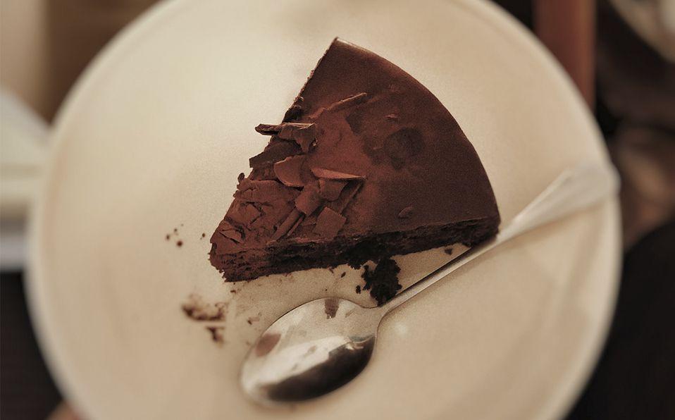 Descubre la receta para hacer un delicioso pastel keto de chocolate. Fotografía de Y Cai / Unsplash