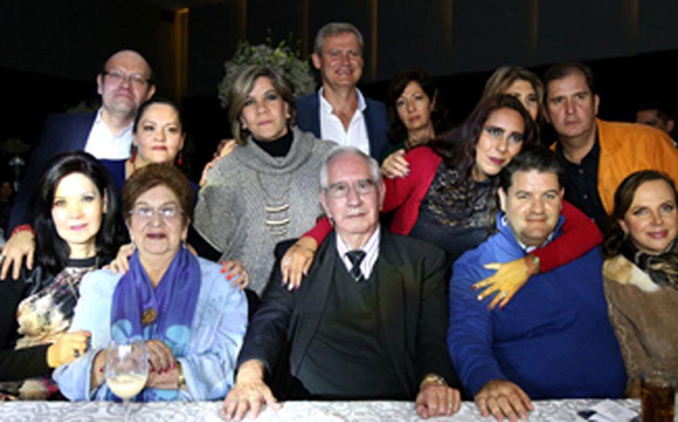 La foto del recuerdo con la señora María Esperanza