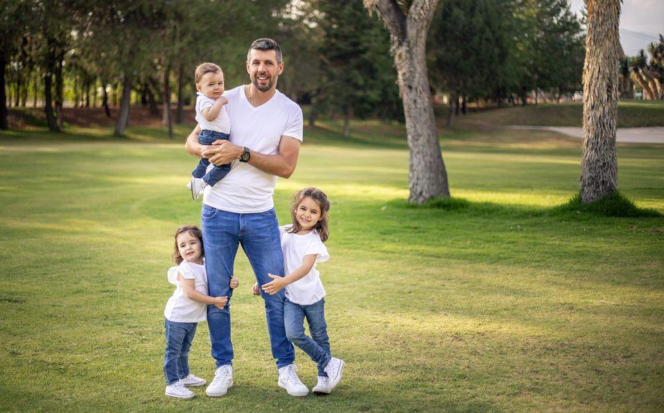 Paulo Pezzolano y sus hijos. Foto: Carlos Dayan Aparicio.