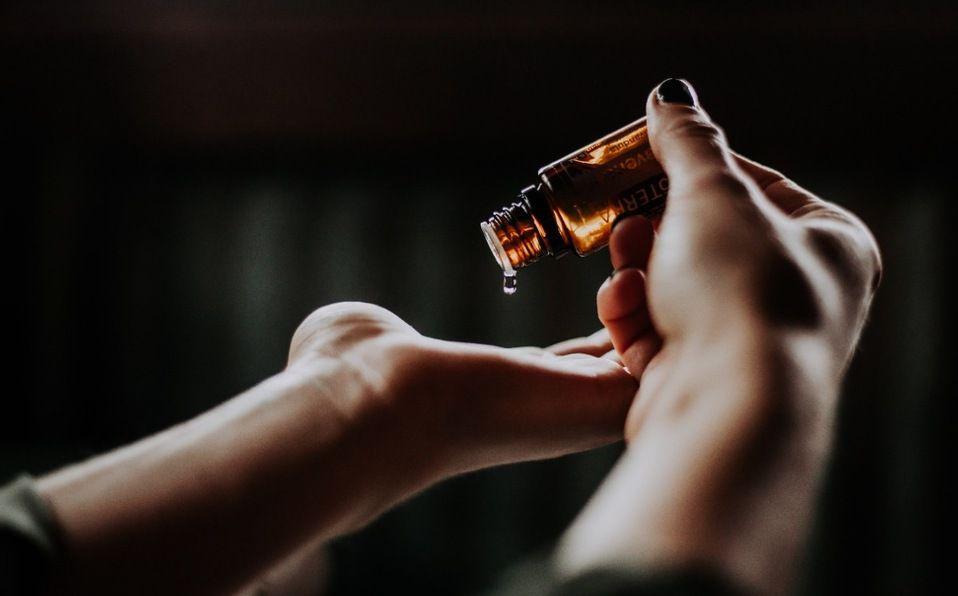 El aceite tiene cualidades limpiadoras y purificadoras que promueven una piel limpia y rejuvenecida (Foto: Unsplash)
