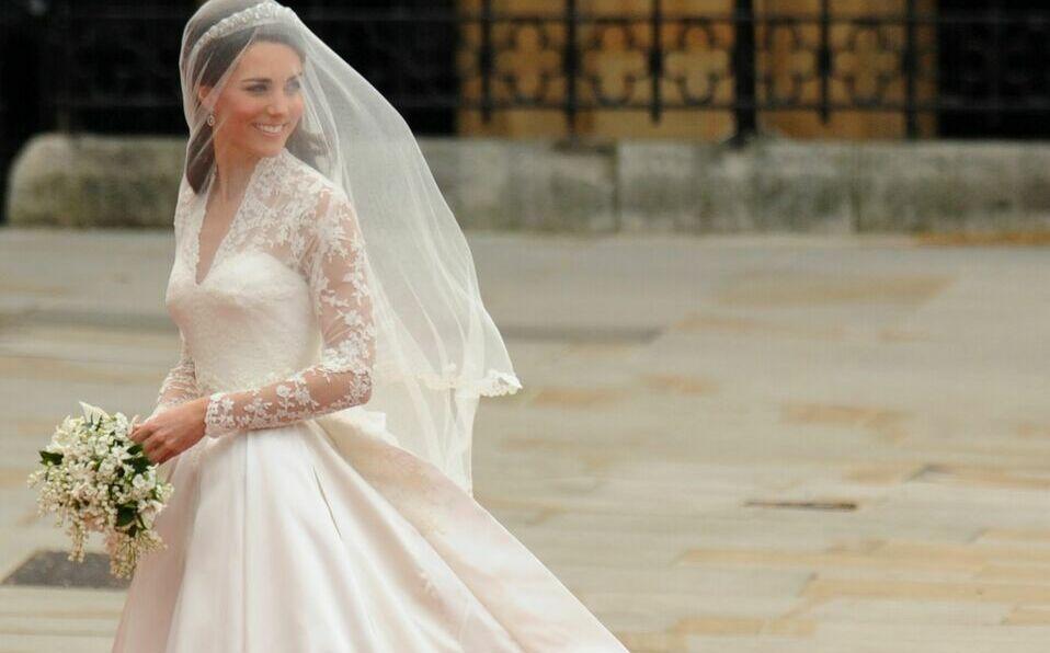 Para su boda con el Príncipe William, Kate Middleton usó un diseño de Sarah Burton.