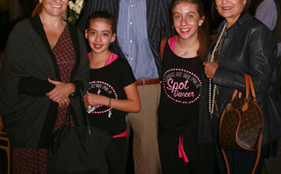 Paty Plasencia con Valeria, Paty y Viviana Carrillo