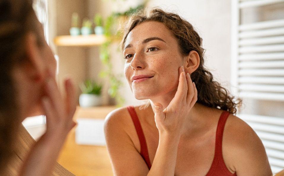 Bloqueador solar: Cómo ayuda a prevenir arrugas y manchas de la edad. (Foto: Shutterstock).