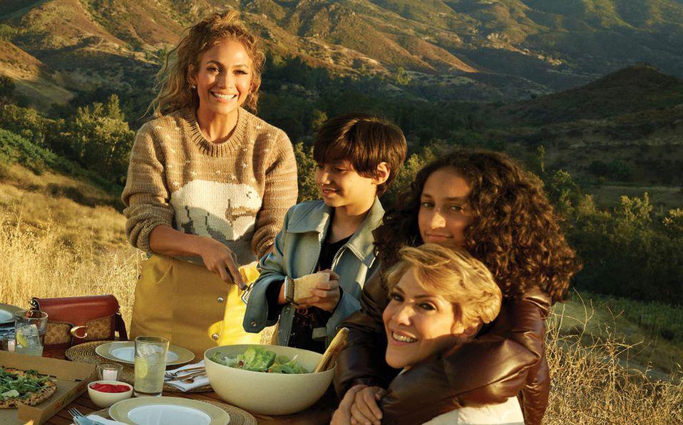 Jennifer López y su familia participan en la campaña Otoño Coach 2020 (Foto: Cortesía)