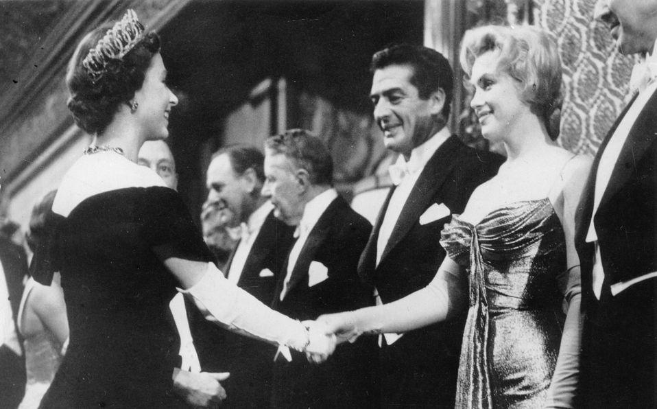Marilyn Monroe y la Reina Isabel: Así fue el día que se conocieron (Foto: Getty Images)